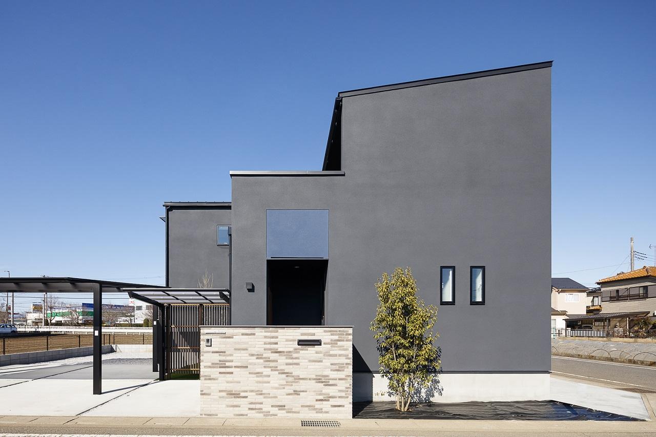コの字型の中庭のある家メイン画像