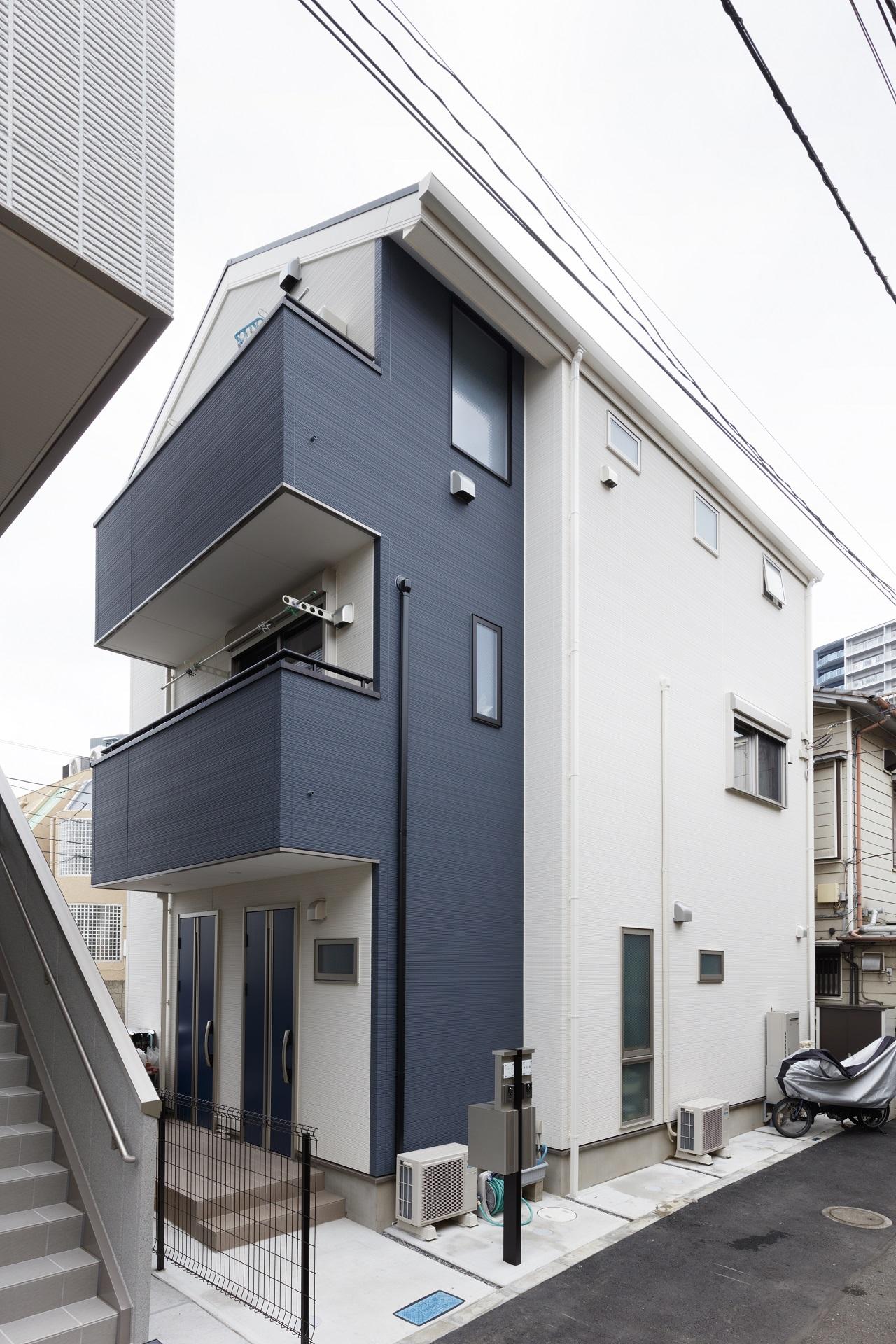 狭小敷地に建つ、完全分離型二世帯住宅メイン画像